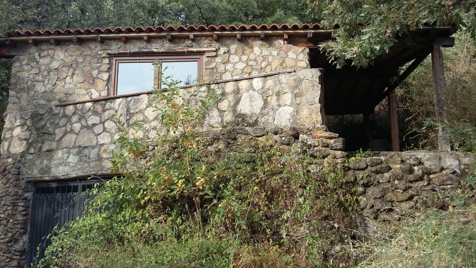 Casa r stica de piedra y madera con encanto en venta - Casa de madera y piedra ...